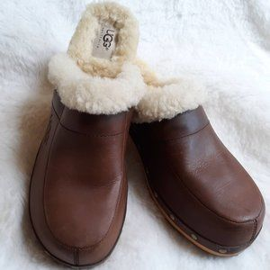 UGG AUSTRALIA KALIE LEATHER SHEARLING CLOGS MULES